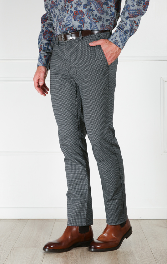Pantalon slim chevron gris
